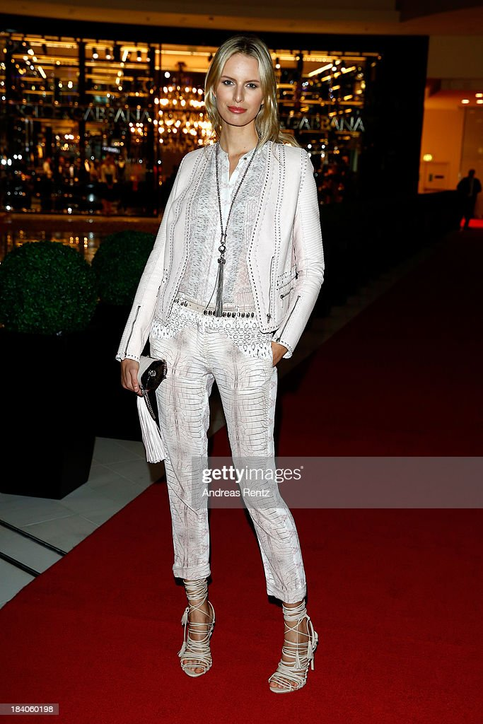 <a gi-track='captionPersonalityLinkClicked' href=/galleries/search?phrase=Karolina+Kurkova&family=editorial&specificpeople=202513 ng-click='$event.stopPropagation()'>Karolina Kurkova</a> arrives at the catwalk show during the Vogue Fashion Dubai Experience at Dubai Mall on October 10, 2013 in Dubai, United Arab Emirates.
