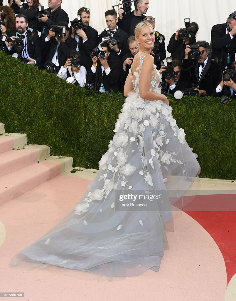 Karolina Kurkova attends the 'Manus x Machina: Fashion In An Age Of Technology' Costume Institute Gala at Metropolitan Museum of Art on May 2, 2016 in New York City.