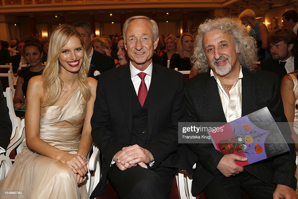 Karolina Kurkova, Lutz Bethge (CEO Montblanc International) and Mischa Maisky attend the PRIX Montblanc 2012 at the 'Konzerthaus am Gendarmenmarkt' on October 29, 2012 in Berlin, Germany.