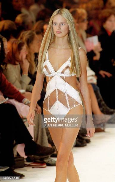 Karolina Kurkova presents a creation for Paco Rabanne 08 October 2001 during the spring/summer 2002 readytowear collections in Paris AFP PHOTO...