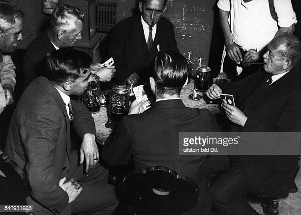 Kartenspieler am Stammtisch 1932