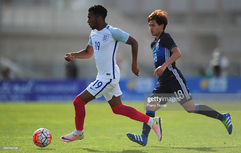 Kasey Palmer of England looks to break past Takumi Minamino of Japan during the Toulon Tournament match between Japan and England at the Stade Leo Lagrange on May 27, 2016 in Toulon, France.