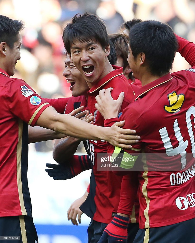 Kashima Antlers defender Shuto Yamamoto (C) shouts in celebratation to his goal with teammates during the 96th Emperor's Cup football tournament final match between Kashima Antlers and Kawasaki Frontale in Osaka on January 1, 2017. / AFP / JIJI PRESS / JIJI PRESS / Japan OUT
