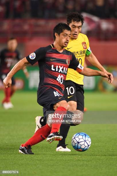 Kashima Antlers' midfielder Mitsuo Ogasawara controls the ball next to Guangzhou Evergrande's midfielder Zheng Zhi during the AFC Champions League...