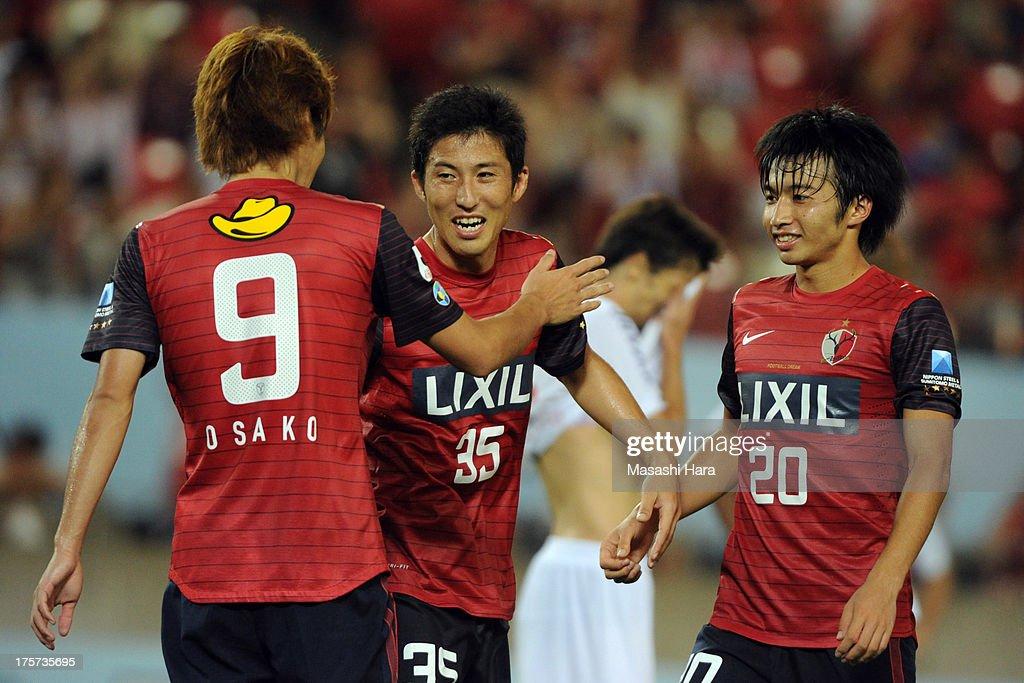 Kashima Antlers players (L-R) Yuya Osako,Takuya Nozawa, and <a gi-track='captionPersonalityLinkClicked' href=/galleries/search?phrase=Gaku+Shibasaki&family=editorial&specificpeople=6392823 ng-click='$event.stopPropagation()'>Gaku Shibasaki</a> celebrate the third goal during the Suruga Bank Championship match between Kashima antlers and Sao Paulo FC at Kashima Soccer Stadium Stadium on August 7, 2013 in Kashima, Ibaraki, Japan.