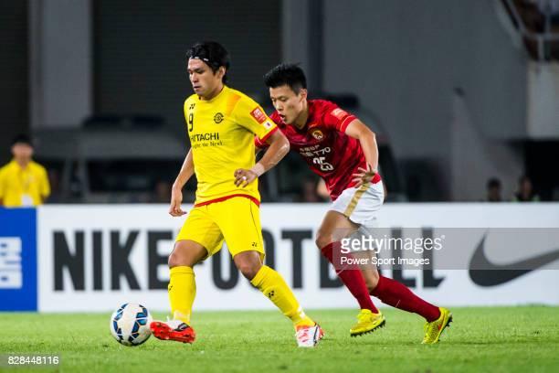 Kashiwa Reysol forward Kudo Masato fights for the ball with Guangzhou Evergrande midfielder Zou Zheng during the Guangzhou Evergrande vs Kashiwa...