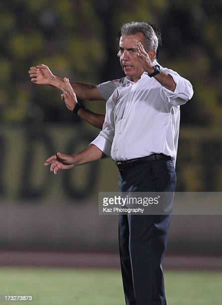 Kashiwa Reysol head coach Nelsinho instructs during the JLeague match between Shonan Bellmare and Kashiwa Reysol at BMW Stadium Hiratsuka on July 10...