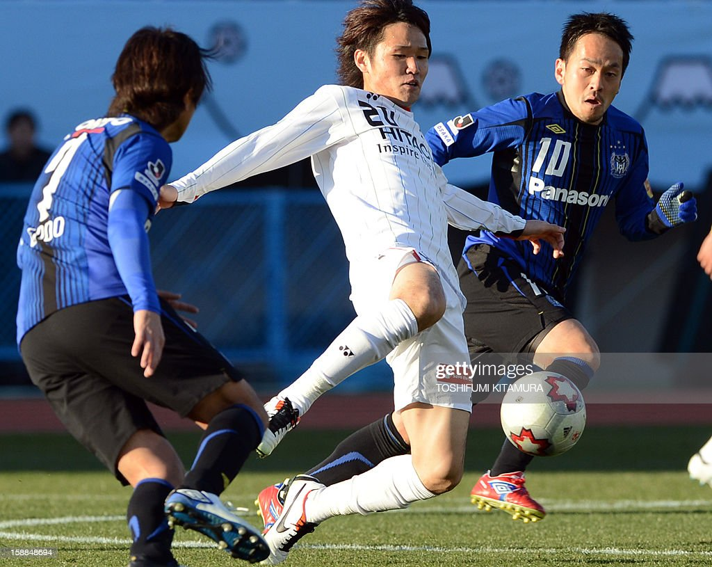 Kashiwa Reysol midfielder Akimi Barada (C) kicks the ball among Gamba Osaka midfielder Yasuhito Endo (L) and Takahiro Futagawa (R) during their football finals match of the Emperor's Cup in Tokyo on January 1, 2013. Kashiwa beat Osaka to win the 92nd Emperor's Cup tournament.