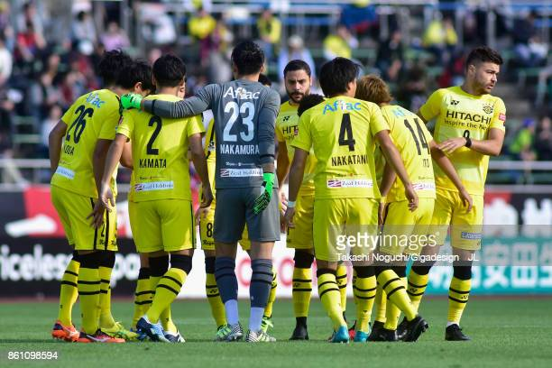 Kashiwa Reysol plyaers huddle during the JLeague J1 match between Consadole Sapporo and Kashiwa Reysol at Sapporo Atsubetsu Stadium on October 14...