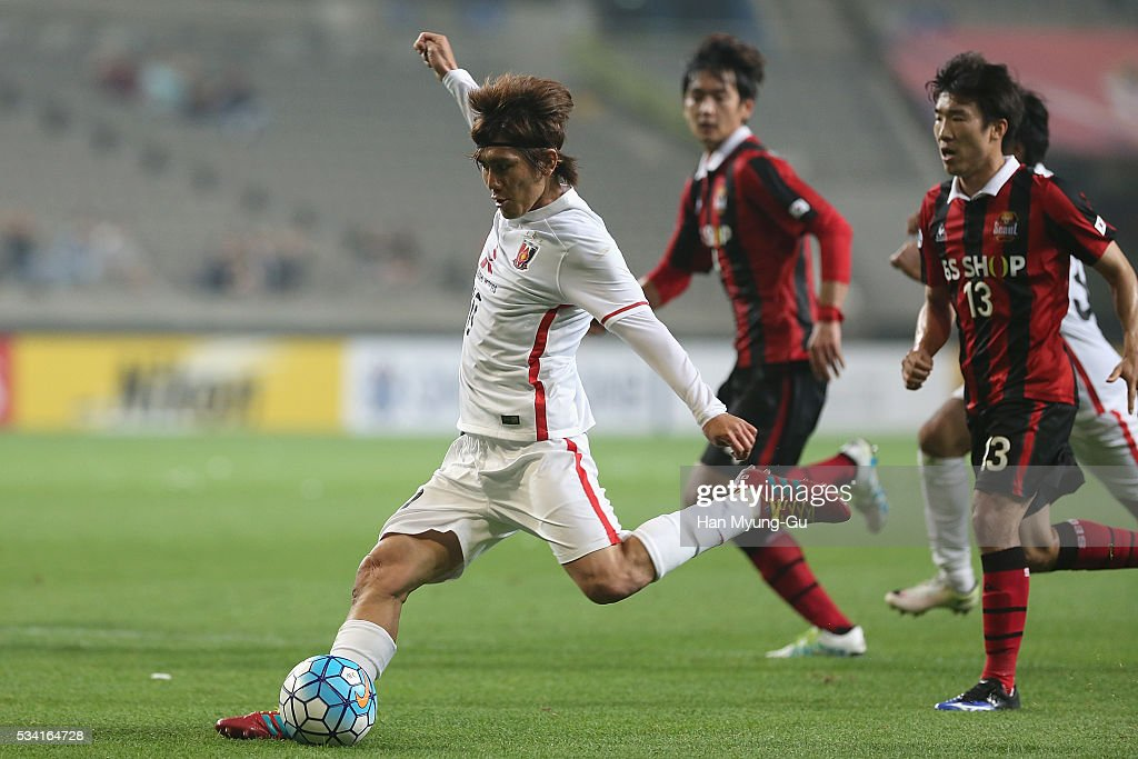 Kashiwagi Yosuke of Urawa Red Diamonds in action during the AFC Champions League Round Of 16 match between FC Seoul and Urawa Red Diamonds at Seoul World Cup Stadium on May 25, 2016 in Seoul, South Korea.