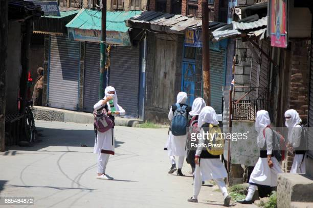 Kashmir Girl Students pelting stones on Security forces in Anantnag after Friday Prayers