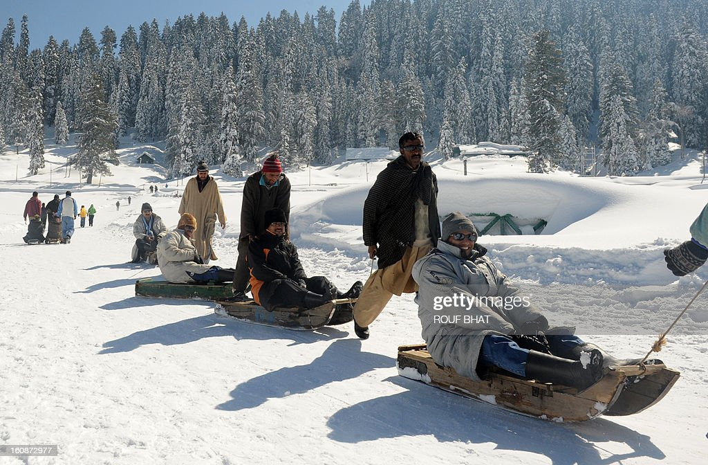 Kashmiri guides pull sleighs carrying Indian tourists in Gulmarg, some 55kms west of Srinagar, on February 7, 2013. Gulmarg, situated in the foothills of the Himalayas, is regarded as one of the leading ski destinations in South Asia. Scores of foreigners visit the slopes despite an ongoing insurgency in the region. AFP PHOTO/ Rouf BHAT