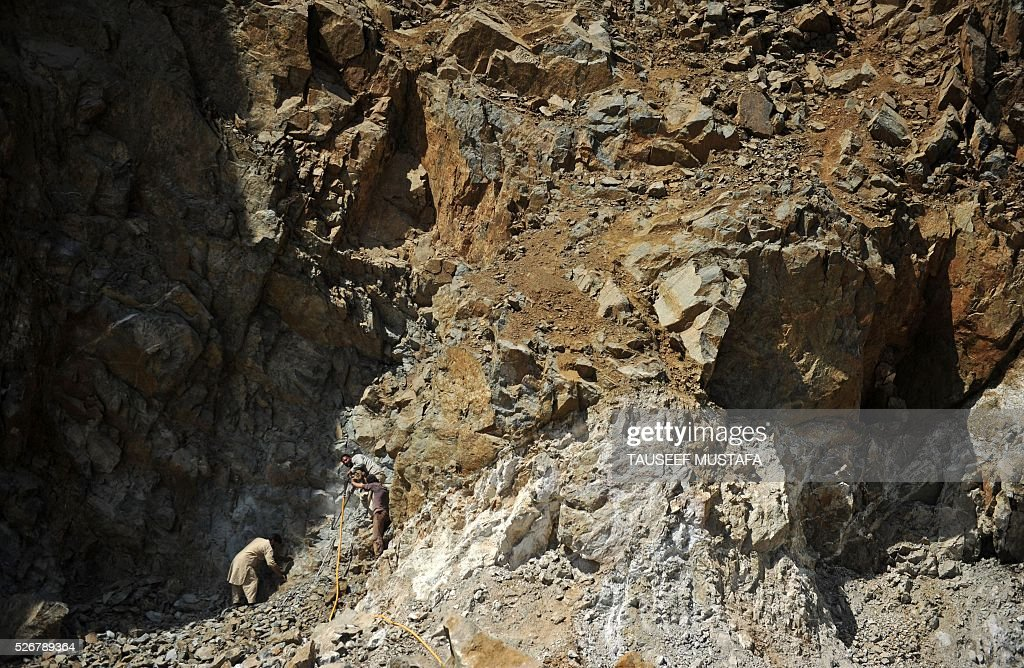 Kashmiri labourers drill into a hillside to extract rocks within a stone quarry on Labour outskirts of Srinagar on May 1, 2016,on International Labour Day. International Labour Day or May Day is celebrated across the world annually on May 1. / AFP / TAUSEEF