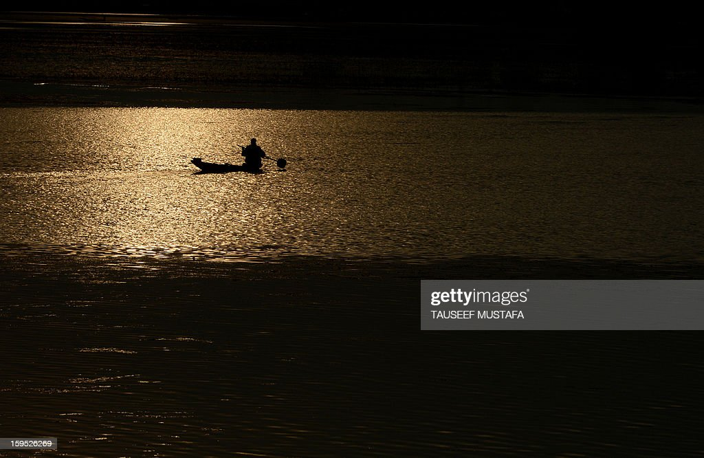 A Kashmiri Muslim rows a boat at sunset on Dal Lake in Srinagar on January 15, 2013. Indian Prime Minister Manmohan Singh warned Tuesday that there 'cannot be business as usual' with neighbouring Pakistan after last week's deadly flare-up along the border in disputed Kashmir.The Indian government has accused Pakistani soldiers of crossing into Indian territory and killing two of its soldiers on January 8. AFP PHOTO/Tauseef MUSTAFA