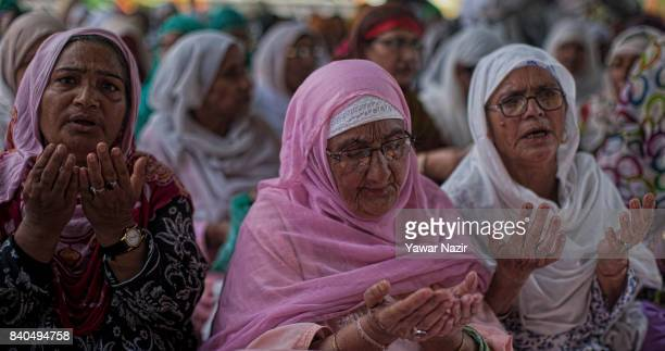 Kashmiri Muslim women pray at the shrine of Khaniqahi mullah during a festival on August 29 2017 in Srinagar the summer capital of Indian...