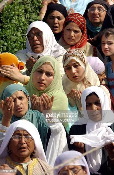 Kashmiri Muslim women pray during celebrations for 'EidMiladUnNabi' the birth anniversary of Prophet Mohammad at Hazratbal Shrine in Srinagar 22...