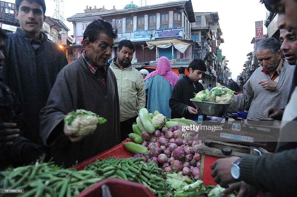 Kashmiri Muslims buy vegetables after a relaxation of the curfew in Srinagar on February 12, 2013. The Indian Government announced relaxation for three hours of the curfew in part of Srinagar. Security forces have imposed a curfew in much of Indian Kashmir following the execution on February 9 of Mohammed Afzal Guru, convicted of helping to plot the deadly 2001 attack on the Indian parliament. AFP PHOTO/ Rouf BHAT