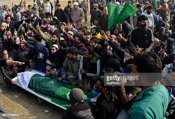 Kashmiri Muslims gather around the body of Qaisar Sofi a 16 year old boy who succumbed to his injuries during his funeral on November 05 2016 in...