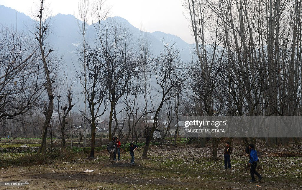 Kashmiri Muslims play cricket on a cold, winter's day in Srinagar on January 8, 2013. Kashmir Valley continued to reel under intense cold with temperatures plummeting further as Srinagar recorded the season's lowest of minus 5.5 degrees celsius. AFP PHOTO/Tauseef MUSTAFA