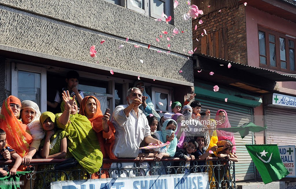 Kashmiri muslims show support for Chairman of the All Parties Hurriyat Conference (APHC), Moulvi Umar Farooq (3L) during a rally march towards Martyr's graveyard in Srinagar on May 21, 2010. Thousands of people turned out to pay tribute to two slain separatist leaders in Indian Kashmir, as a one-day strike called to mark the occasion closed shops and businesses. The strike was called by the moderate faction of the Himalayan region's main separatist alliance, the All Parties Hurriyat Conference, to remember Molvi Mohammed Farooq and Abdul Gani Lone. AFP PHOTO/Rouf BHAT