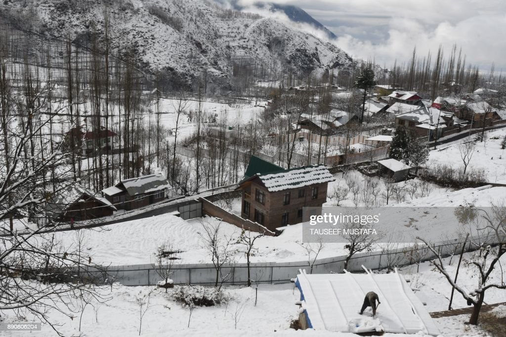Heavy Snowfalls Hit The Kashmir