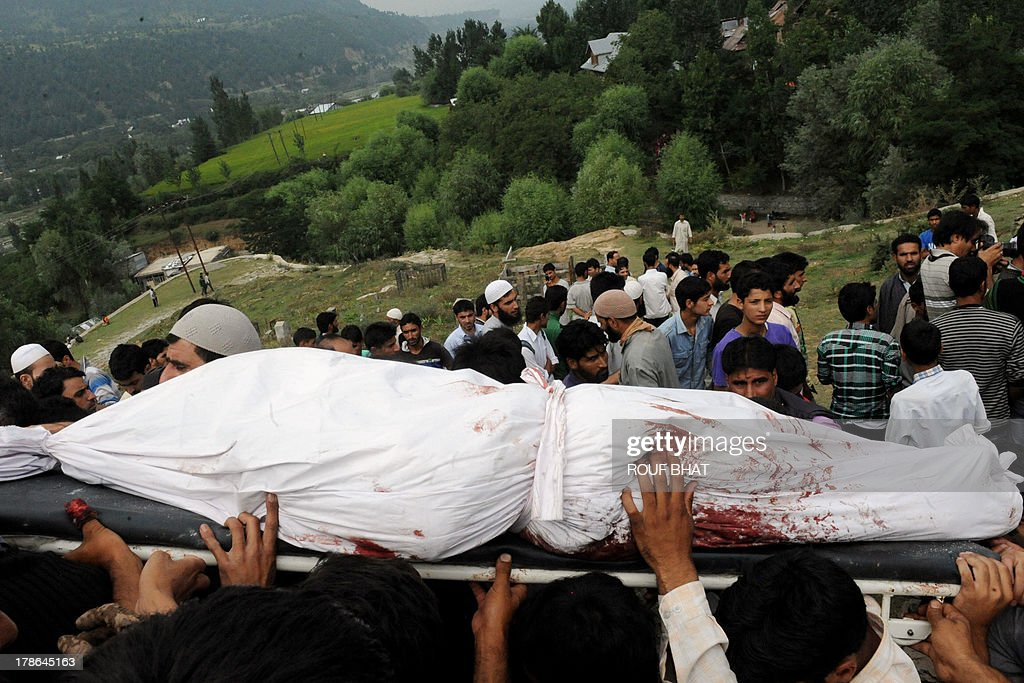 Kashmiri villagers carry the body of a suspected militant during a funeral at Kangan on August 30, 2013. Indian police and troops killed five suspected rebels in an overnight gun battle August 30 in a forested area of northern Kashmir, triggering anti-India protests by local residents, police said. Police and an army contingent began a joint operation around midnight near the Najwan forests, 35 kilometres (20 miles) north of Srinagar, the summer capital of Indian-administered Kashmir. AFP PHOTO/Rouf BHAT