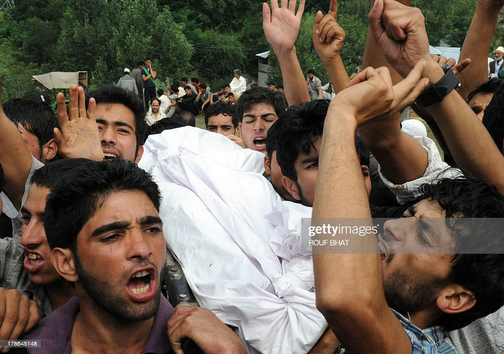 Kashmiri villagers shout slogans as they carry the body of a suspected militant during a funeral at Kangan on August 30, 2013. Indian police and troops killed five suspected rebels in an overnight gun battle August 30 in a forested area of northern Kashmir, triggering anti-India protests by local residents, police said. Police and an army contingent began a joint operation around midnight near the Najwan forests, 35 kilometres (20 miles) north of Srinagar, the summer capital of Indian-administered Kashmir. AFP PHOTO/Rouf BHAT