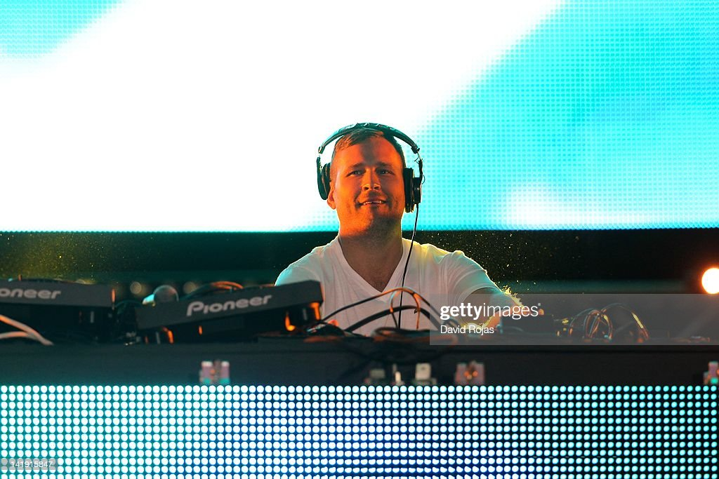 Kaskade performs at Ultra Music Festival 14 at Bayfront Park Amphitheater on March 25, 2012 in Miami, Florida.