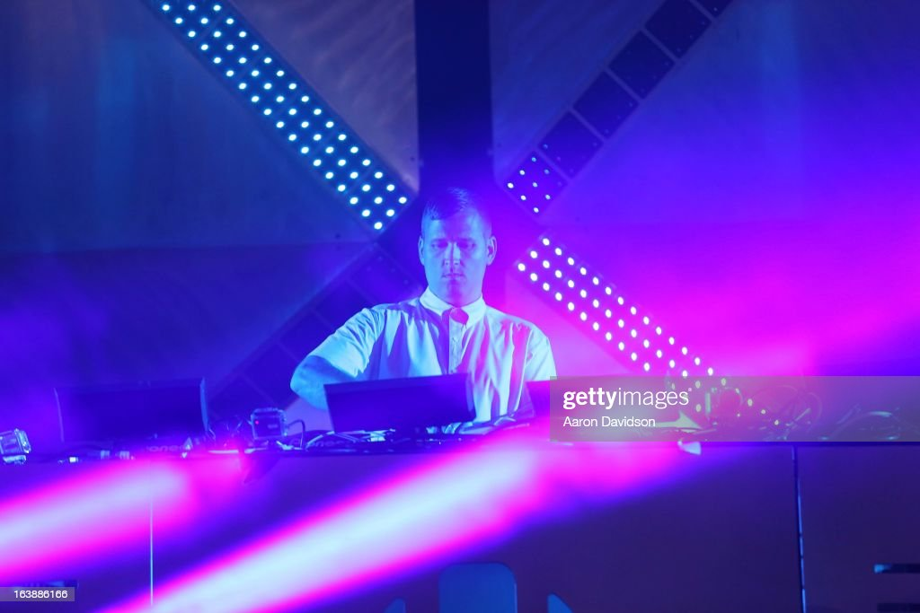 Kaskade performs at Ultra Music Festival - Weekend 1 at Bayfront Park Amphitheater on March 16, 2013 in Miami, Florida.