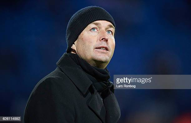 Kasper Hjulmand head coach of FC Nordsjalland looks on during the Danish Alka Superliga match between Esbjerg fB and FC Nordsjalland at Blue Water...