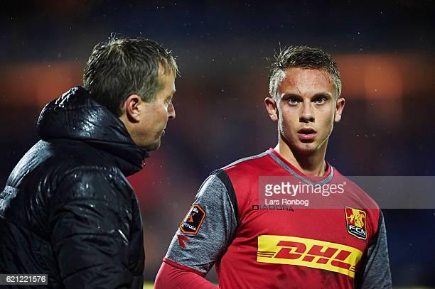Kasper Hjulmand head coach of FC Nordsjalland speaks to Marcus Ingvartsen of FC Nordsjalland during the Danish Alka Superliga match between Randers...