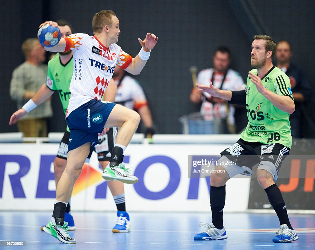 <a gi-track='captionPersonalityLinkClicked' href=/galleries/search?phrase=Kasper+Nielsen&family=editorial&specificpeople=663024 ng-click='$event.stopPropagation()'>Kasper Nielsen</a> of Ribe-Esbjerg HH defend during the Danish Boxer Herreligaen match between KIF Kolding Copenhagen and Ribe-Esbjerg HH in Roskilde Kongrescenter Bauhaus Arena on November 25, 2015 in Roskilde, Denmark.