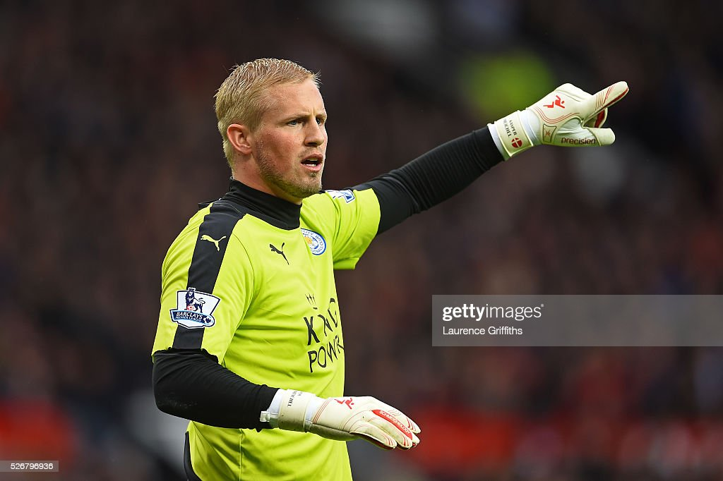 <a gi-track='captionPersonalityLinkClicked' href=/galleries/search?phrase=Kasper+Schmeichel&family=editorial&specificpeople=2309352 ng-click='$event.stopPropagation()'>Kasper Schmeichel</a> of Leicester City gives instructions during the Barclays Premier League match between Manchester United and Leicester City at Old Trafford on May 1, 2016 in Manchester, England.