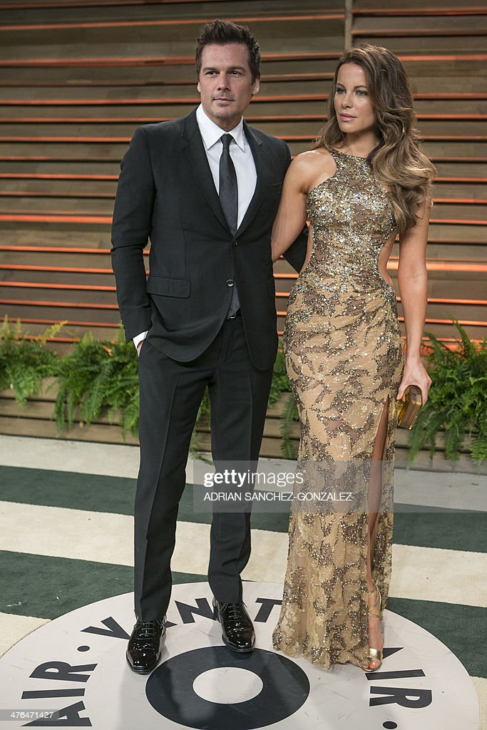 Kate Beckinsale (R) and her husband Len Wiseman arrive at the 2014 Vanity Fair Oscar Party on March 2, 2014 in West Hollywood, California.