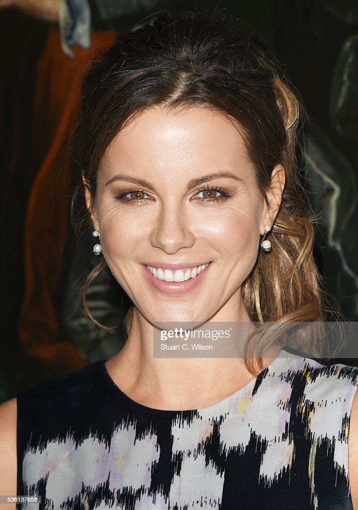 <a gi-track='captionPersonalityLinkClicked' href=/galleries/search?phrase=Kate+Beckinsale&family=editorial&specificpeople=202911 ng-click='$event.stopPropagation()'>Kate Beckinsale</a> arrives for the Christian Dior showcase of its spring summer 2017 Cruise collection at Blenheim Palace on May 31, 2016 in Woodstock, England.