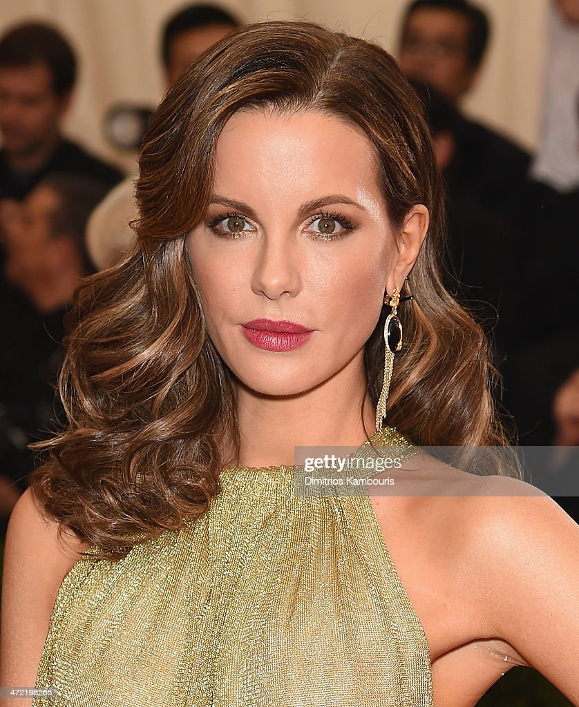 <a gi-track='captionPersonalityLinkClicked' href=/galleries/search?phrase=Kate+Beckinsale&family=editorial&specificpeople=202911 ng-click='$event.stopPropagation()'>Kate Beckinsale</a> attends the 'China: Through The Looking Glass' Costume Institute Benefit Gala at the Metropolitan Museum of Art on May 4, 2015 in New York City.