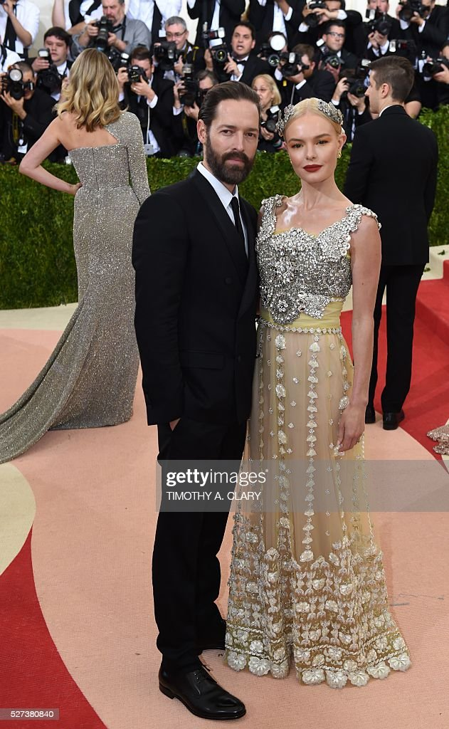 Kate Bosworth and Michael Polish arrive for the Costume Institute Benefit at The Metropolitan Museum of Art May 2, 2016 in New York. / AFP / TIMOTHY