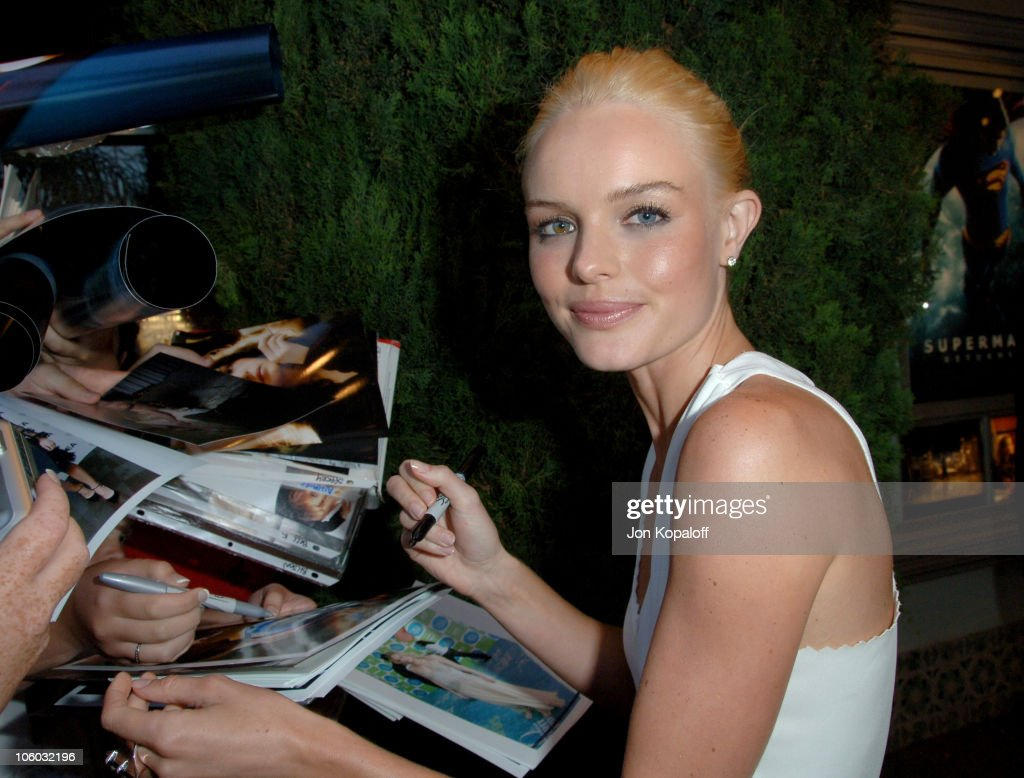 Kate Bosworth during 'Superman Returns' Los Angeles Premiere Arrivals at Mann Village and Bruin Theaters in Westwood California United States