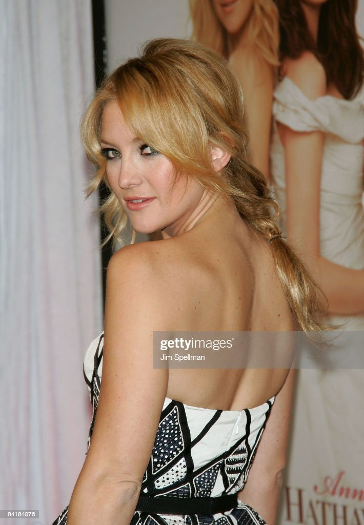 <a gi-track='captionPersonalityLinkClicked' href=/galleries/search?phrase=Kate+Hudson&family=editorial&specificpeople=156407 ng-click='$event.stopPropagation()'>Kate Hudson</a> attends the premiere of 'Bride Wars' at the AMC Loews Lincoln Square on January 5, 2009 in New York City.