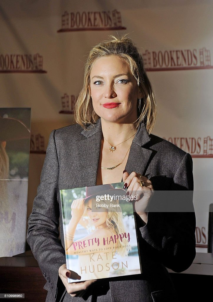 Kate Hudson signs copies of 'Pretty Happy Healthy Ways To Love Your Body' at Bookends Bookstore on February 17 2016 in Ridgewood New Jersey
