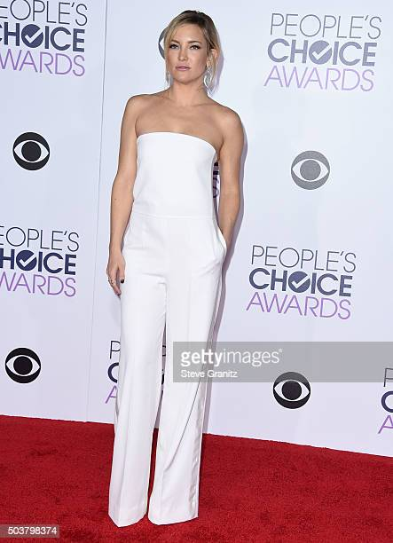 Kate Hudsonarrives at the People's Choice Awards 2016 at Microsoft Theater on January 6 2016 in Los Angeles California