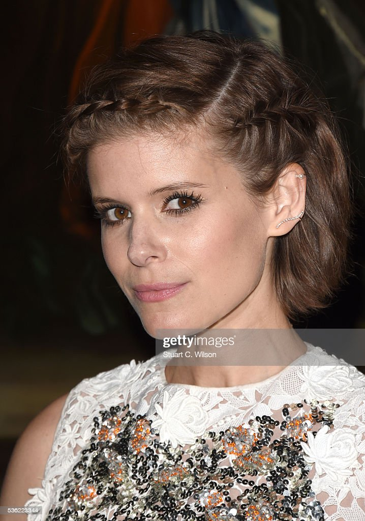 <a gi-track='captionPersonalityLinkClicked' href=/galleries/search?phrase=Kate+Mara&family=editorial&specificpeople=544680 ng-click='$event.stopPropagation()'>Kate Mara</a> arrives for the Christian Dior showcase of its spring summer 2017 Cruise collection at Blenheim Palace on May 31, 2016 in Woodstock, England.