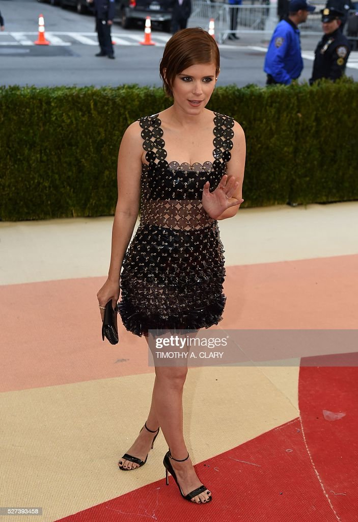 Kate Mara arrives for the Costume Institute Benefit at The Metropolitan Museum of Art May 2, 2016 in New York. / AFP / TIMOTHY