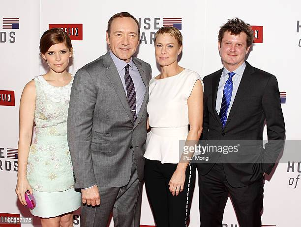 Kate Mara Kevin Spacey Robin Wright and Beau Willimon pose for a photo at Netflix's 'House Of Cards' Washington DC Screening at the NEWSEUM on...