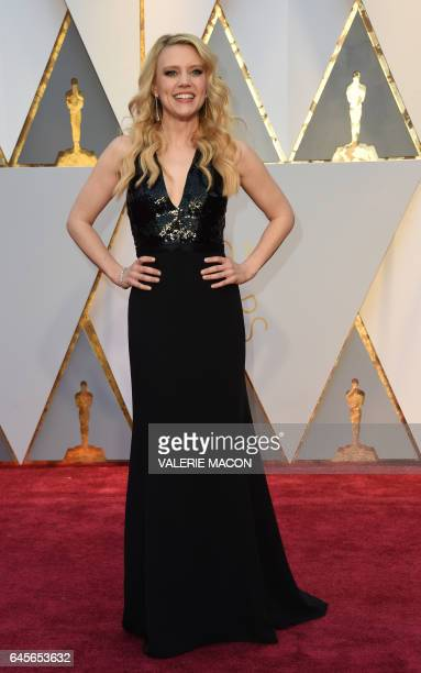 Kate McKinnon arrives on the red carpet for the 89th Oscars on February 26 2017 in Hollywood California / AFP / VALERIE MACON