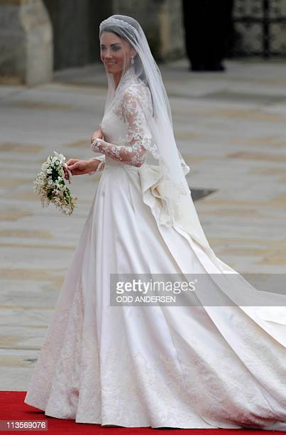 Kate Middleton arrives to the West Door of Westminster Abbey in London for her wedding to Britain's Prince William on April 29 2011 AFP PHOTO / ODD...