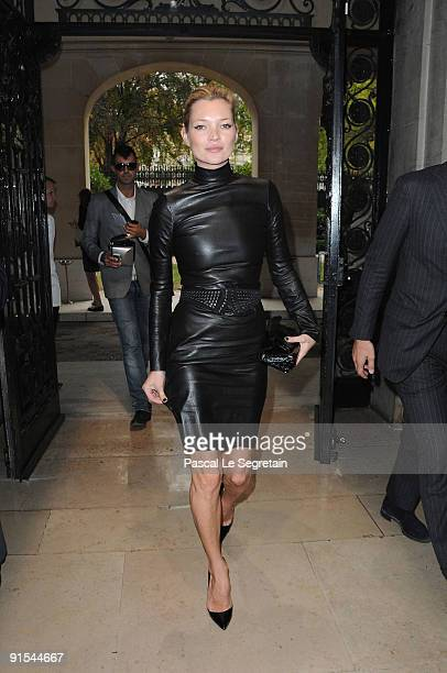 Kate Moss arrives for the Miu Miu Pret a Porter show as part of the Paris Womenswear Fashion Week Spring/ Summer 2010 on October 7 2009 in Paris...