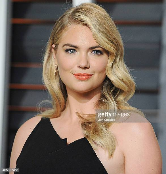 Kate Upton arrives at the 2015 Vanity Fair Oscar Party Hosted By Graydon Carter at Wallis Annenberg Center for the Performing Arts on February 22...