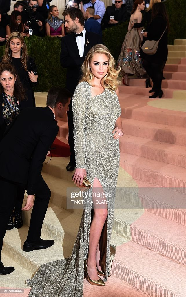 Kate Upton arrives for the Costume Institute Benefit at The Metropolitan Museum of Art May 2, 2016 in New York. / AFP / TIMOTHY