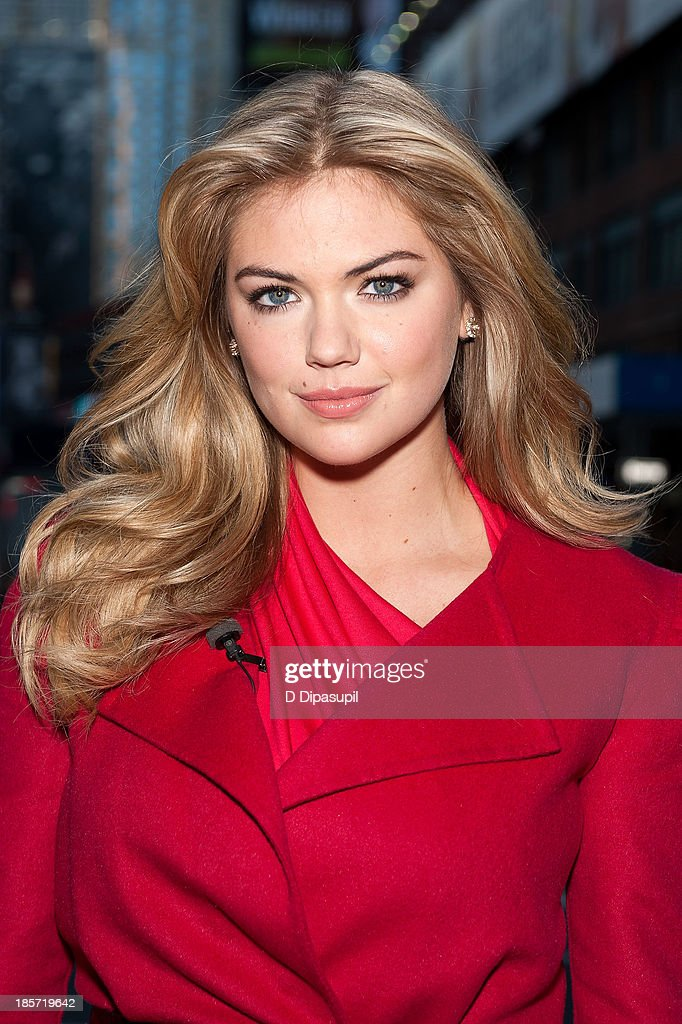 Kate Upton visits 'Extra' in Times Square on October 24, 2013 in New York City.